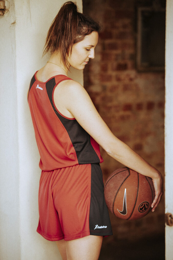 ballarina | Frauen-Basketball Trikot bordeaux-schwarz Rückseite